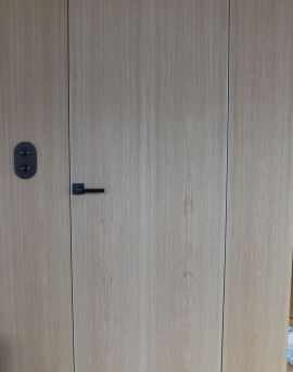 Drzwi ukryte w wersji fornirowanej z panelami